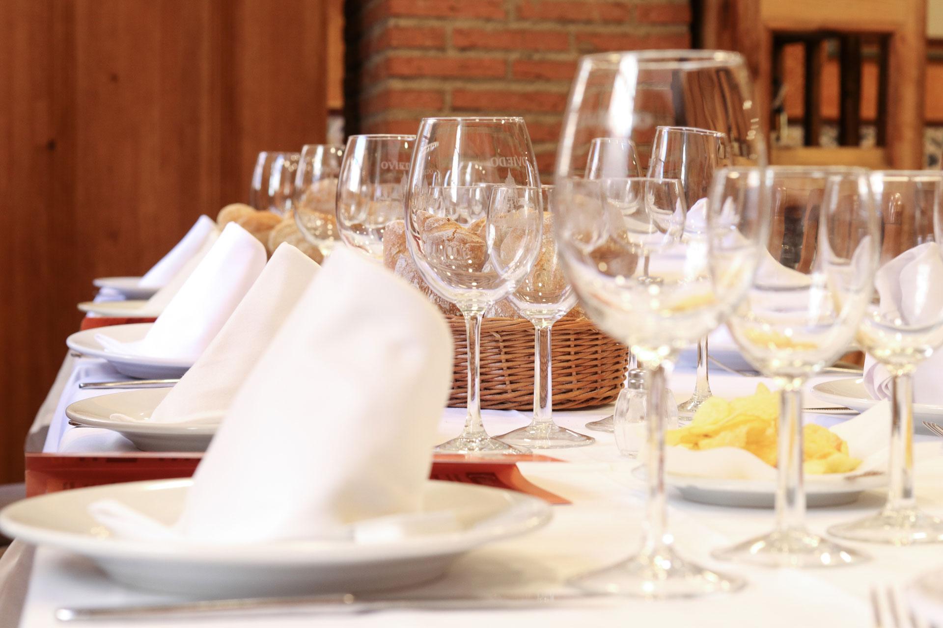Mesa puesta en Restaurante El Oviedo