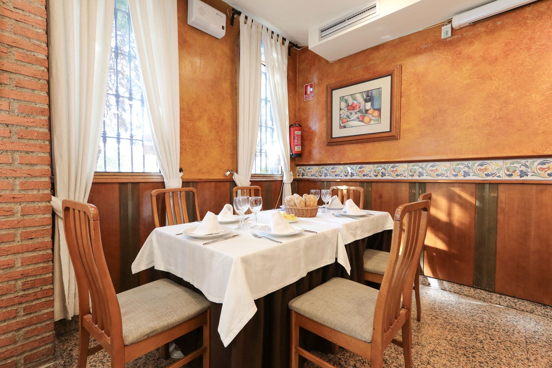 Mesa en restaurante El Oviedo